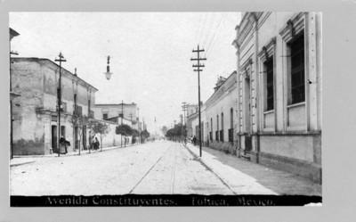 """Vista de casas habitación en la """"Avenida Cosntituyentes"""""""