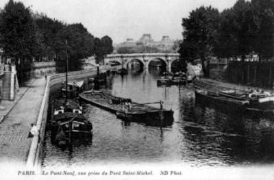 """Vista del puente de """"Saint-Michel"""" en el río Sena"""