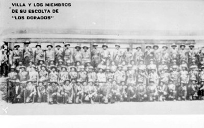 """El general Francisco Villa y los miembros de su escolta """"Los Dorados"""", retrato de grupo"""