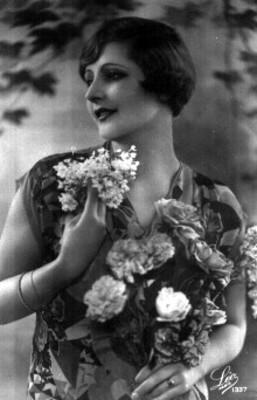 Mujer con flores, retrato