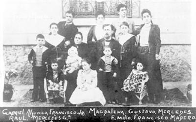 Tarjeta postal con el retrato de la familia de Francisco I. Madero