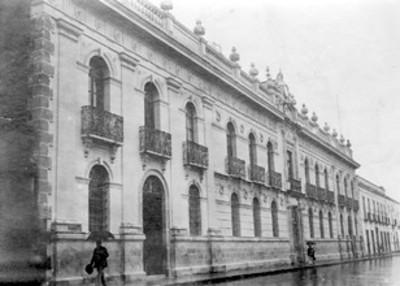 Fachada de edificio de Puebla, Universidad