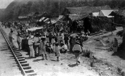 """Gente en un campamento en """"El Abra"""", vista general"""