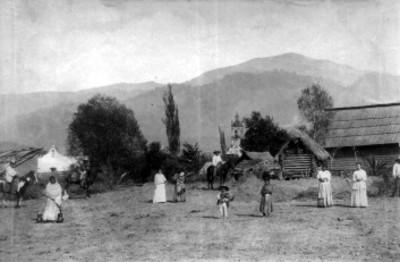 Gente en un poblado
