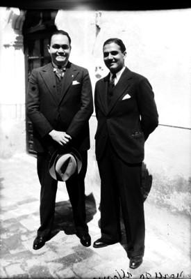 Alfonso Noriega, director de la Escuela Nacional de Jurisprudencia acompañado de un hombre, retrato