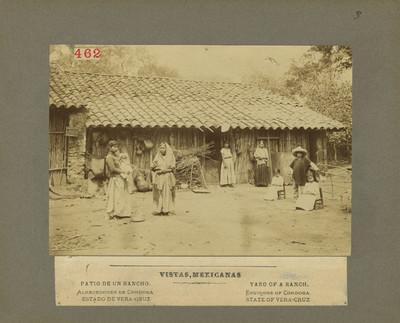 462 Indígenas en el patio de un rancho en los alrededores de Córdoba