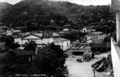 Tarjeta postal con la imagen de una parroquia en Acapulco
