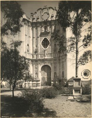 Portada principal de la parroquia
