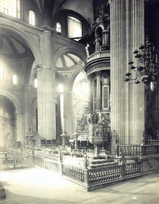 Interior de la Catedral-vista del Cipres-