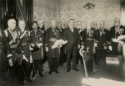 Obregón en compañía de los generales veteranos de la reforma, fotografía de grupo