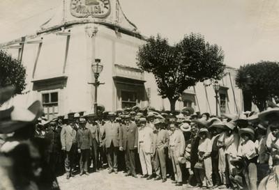 Obregón frente a la casa de Miguel Hidalgo