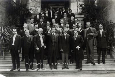 """""""Gustavo Madero y Pino Suárez"""" con funcionarios, retrato de grupo"""