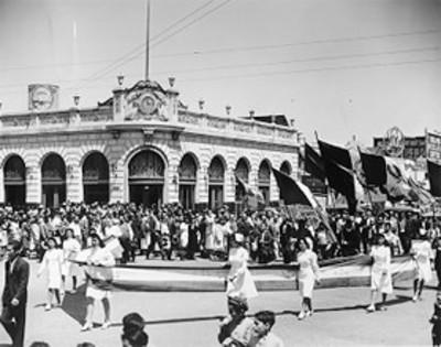 Desfile militar con motivo de la promulgación del estado de Guerra de México contra los países del eje