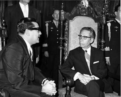 El presidente Gustavo Díaz Ordaz conversa con el nuevo embajador de Panamá