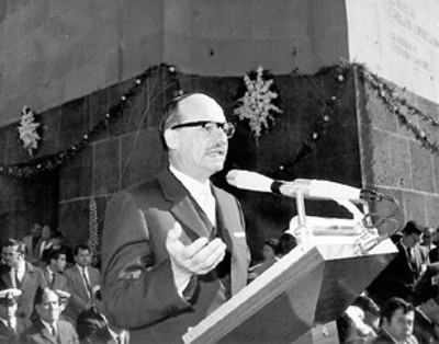 El presidente de la Suprema Corte de Justicia pronuncia un discurso por el aniversario de la Constitución de 1917