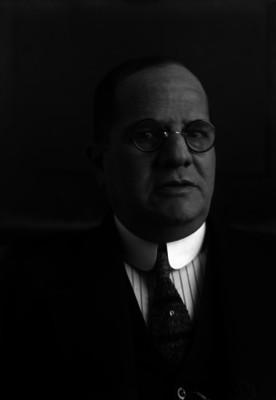 Telesforo Ocampo, licenciado y catedrático en un salón, retrato