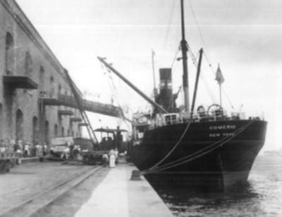 """Barco anclado en el puerto de """"Tampico"""""""