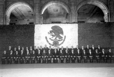 El Presidente Luis Echeverría Álvarez forma su gabinete