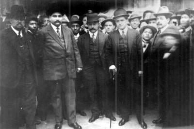 Eulalio Gutiérrez, Alfonso Caso y otros funcionarios, retrato de grupo