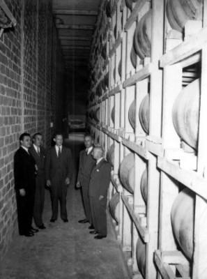 Empresarios visitan almacen vinícola