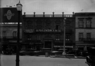 Edificio comercial, fachada