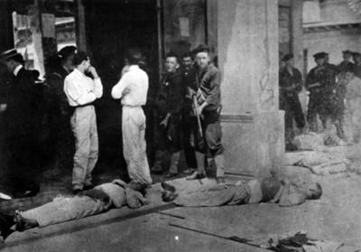 Soldados norteamericanos custodiando cadáveres de soldados mexicanos la invasión a Veracruz