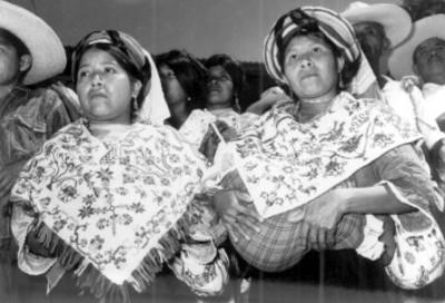 Mujeres Nahuas durante un evento