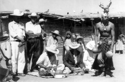Indios Yaquis interpretan danza de el Venado
