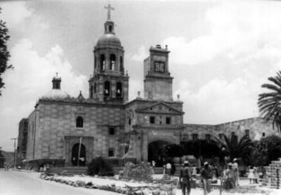 Convento y atrío en remodelación, vista general