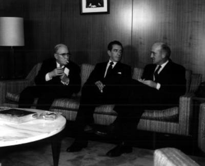 Adolfo López Mateos conversa con empresarios