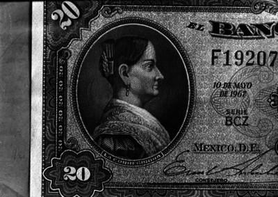Billete de veinte pesos con la imagen de Josefa Ortiz de Dominguez, grabado