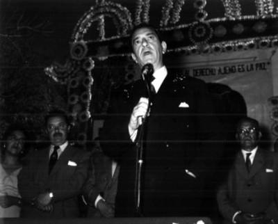 """Adolfo López Mateos pronuncia discurso durante su campaña electoral en """"Huajuapan de León"""""""
