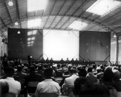 Adolfo Ruiz Cortines presidiendo una asamblea