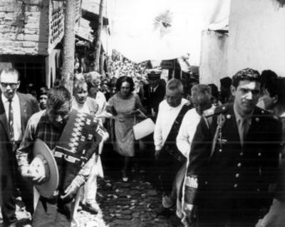 Eva Samano de López Mateos durante su gira por el Estado de Michoacán