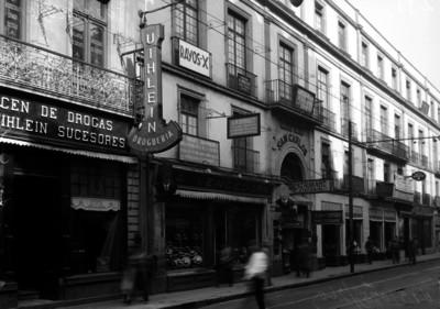 """Comercios establecidos en el """"Edificio San Carlos"""" ubicado en la calle 5 de mayo"""