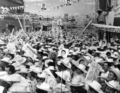 Manifestación en apoyo al candidato Adolfo López Mateos por las calles de Guasave