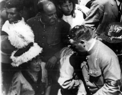 Obregón llega a la tumba de Madero en el Panteón Frances