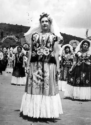 "Indígenas camino a la festividad de ""La Sandunga"""