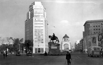 Monumento a Carlos IV en la avenida Juárez