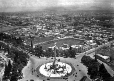 Ceremonia en el monumento a la Independencia, vista aérea