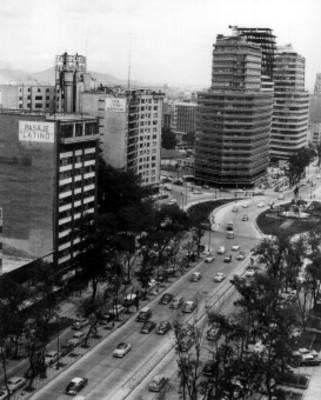 Edificios de la Secretaría de Recursos Hidráulicos y de la Embajada Norteamericana