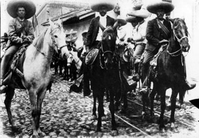 Emiliano Zapata y su Estado Mayor a caballo
