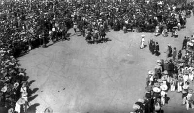 Ejército zapatista al mando de Eufemio Zapata a su llegada a Palacio Nacional