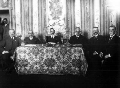 Fernando Somellera, presidiendo la primera sesión del Partido Católico