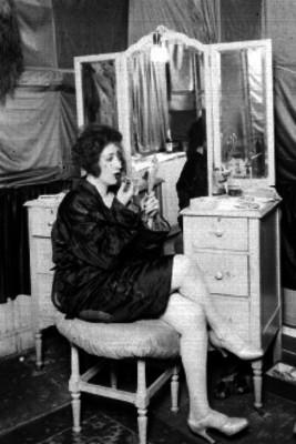 Celia Padilla, vedett maquillandose en su camerino