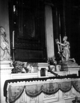 Estado en el que quedó el altar de la Virgen de Guadalupe, después del atentado