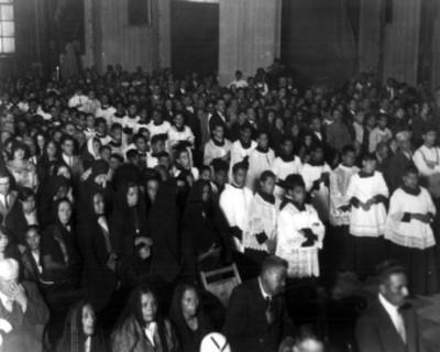 Feligreses durante una celebración en la Catédral