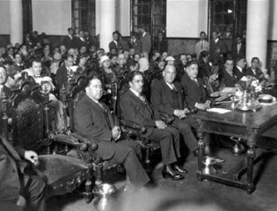 José Manuel Puig Casauranc y otros funcionarios presiden ceremonia