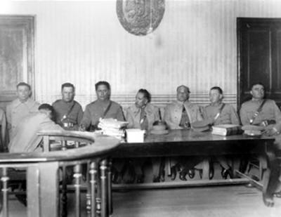 Militares durante un juicio