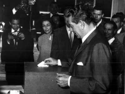 Adolfo López Mateos, candidato presidencial, emite su voto